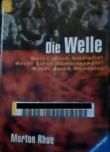 Das Cover – der Aufkleber mit dem Strichcode stammt aus der örtlichen Bibliothek